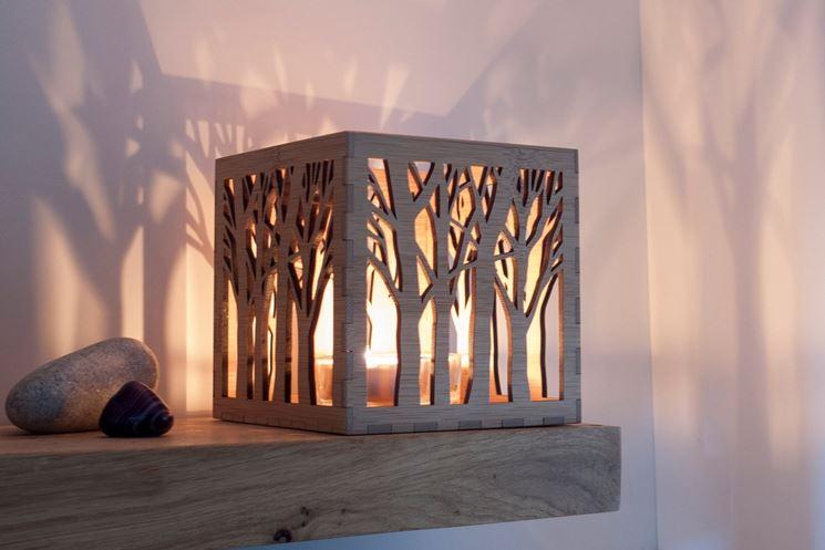 Portalampada in legno a intaglio