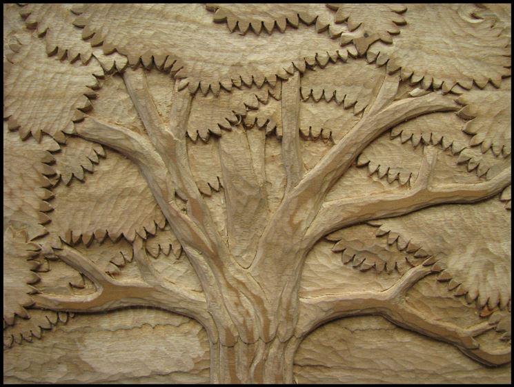 Decorazione di albero intagliato