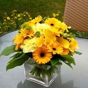 Composizione di fiori gialli