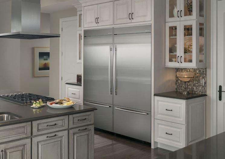 Frigoriferi da incasso elettrodomestici a risparmio - Cucine con frigo esterno ...