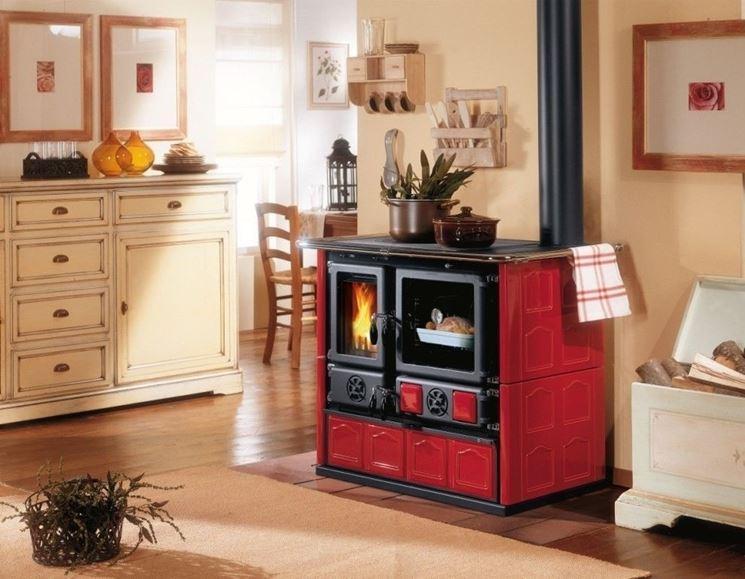 stufa con forno a legna