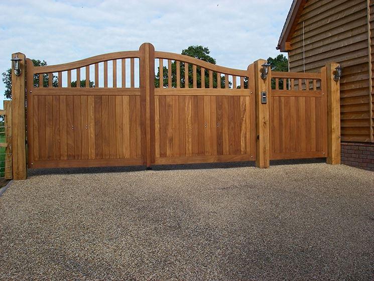 Cancello in legno iroko