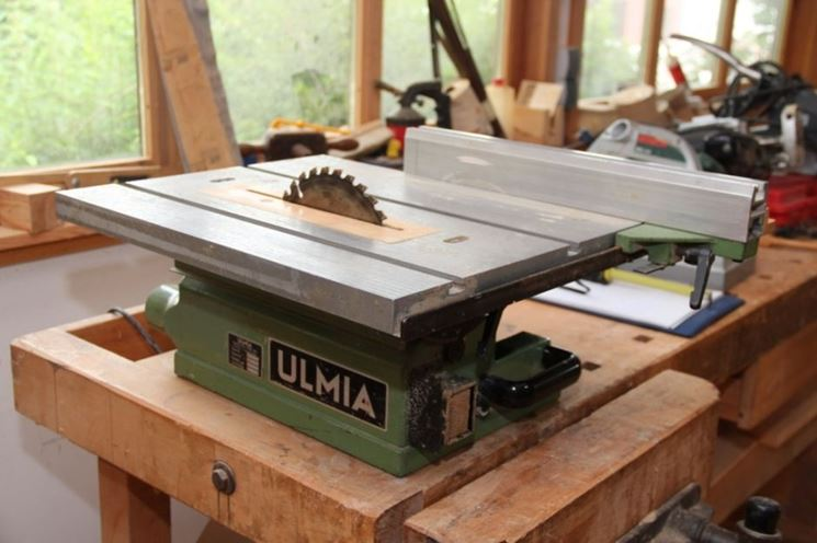 Tagliare il legno fai da te legno come tagliare il legno for Bancone in legno fai da te