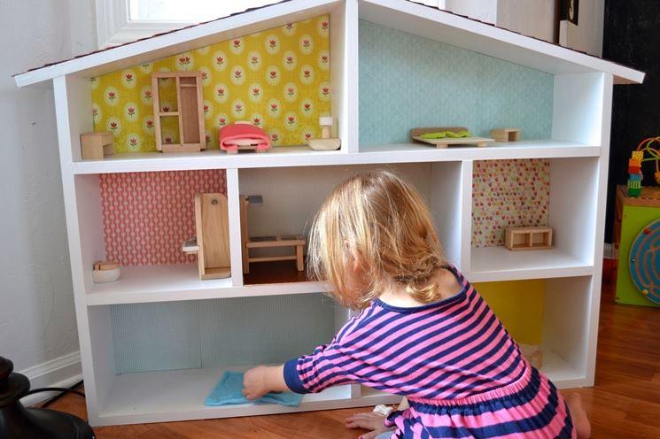Casa delle bambole realizzata fai da te