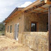 una costruzione abitativa in paglia
