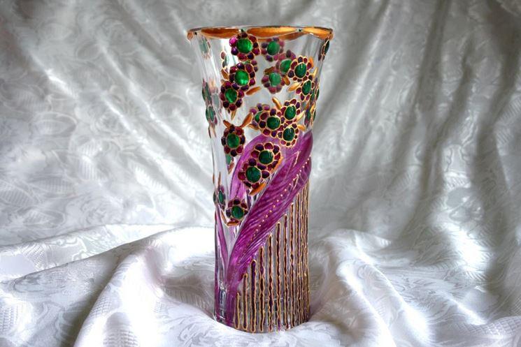 Decorazione su vaso in vetro