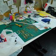 Il tavolo di lavoro di qualcuno che fa del bricolage