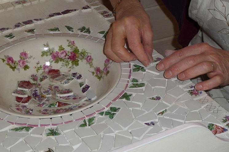 Fase di lavorazione di un mosaico