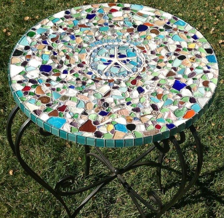 tavolino con mosaico di vetri