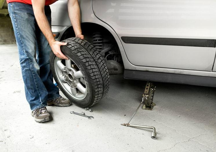 Montaggio pneumatico nuovo