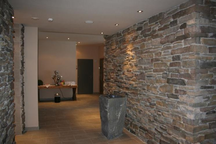 Caminetto pietra ricostruita