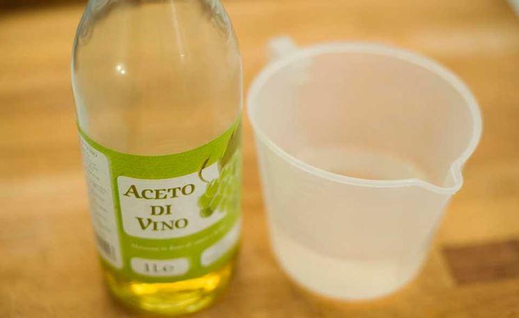 Detergente composto da limone e aceto