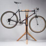 Un modello di cavalletto per bici