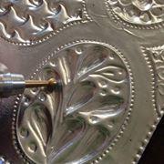 Lavorazione a sbalzo su lastra metallica