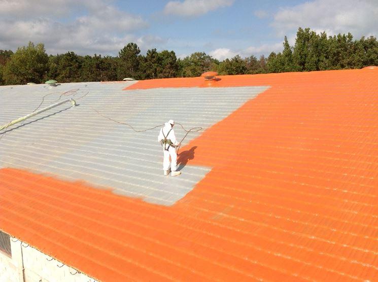 Tinteggiare un tetto con vernice poliuretanica