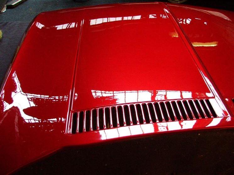 Scocca auto tinteggiata con vernice poliuretanica