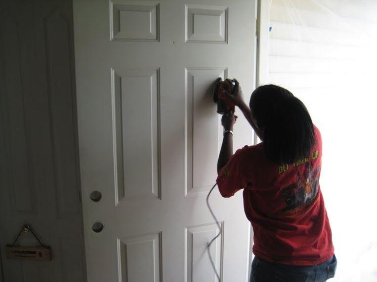 Verniciatura porte tinteggiare verniciare porta - Porte grezze da verniciare ...