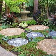 Mosaici fai da te nel giardino