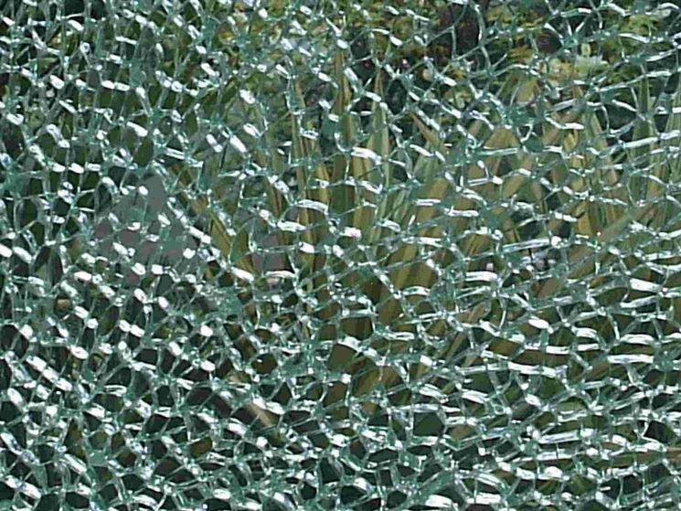 Frammenti di vetro temperato