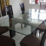 Elegante tavolo in vetro