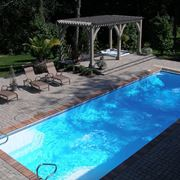 Una piscina in vetroresina