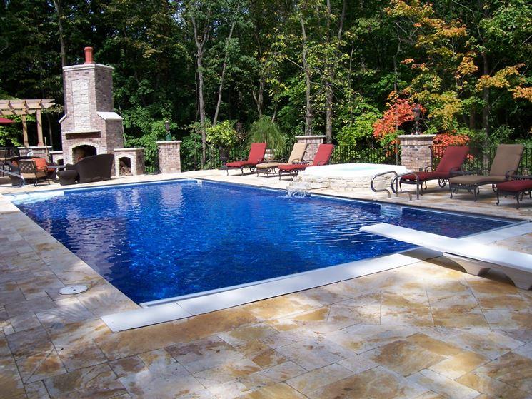 Installazione di una piscina in vetroresina