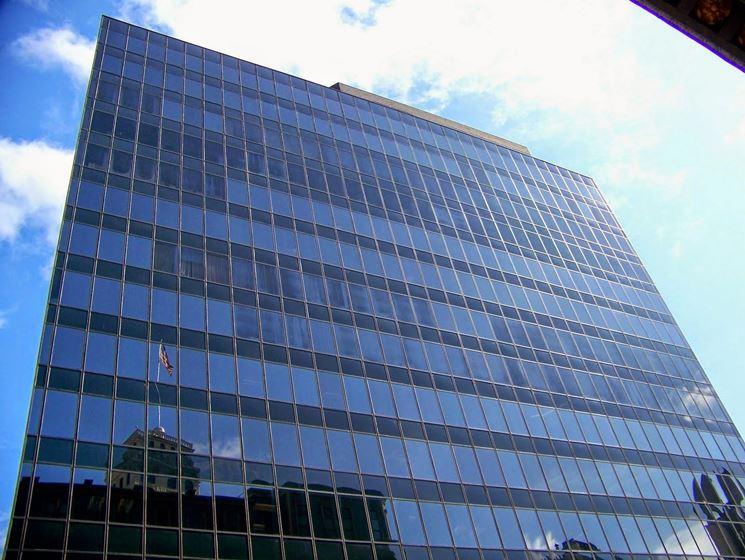 Edificio realizzato in vetro strutturale