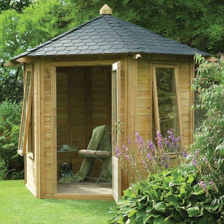 Originale casetta in legno da giardino