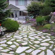Vialetto in pietra da giardino