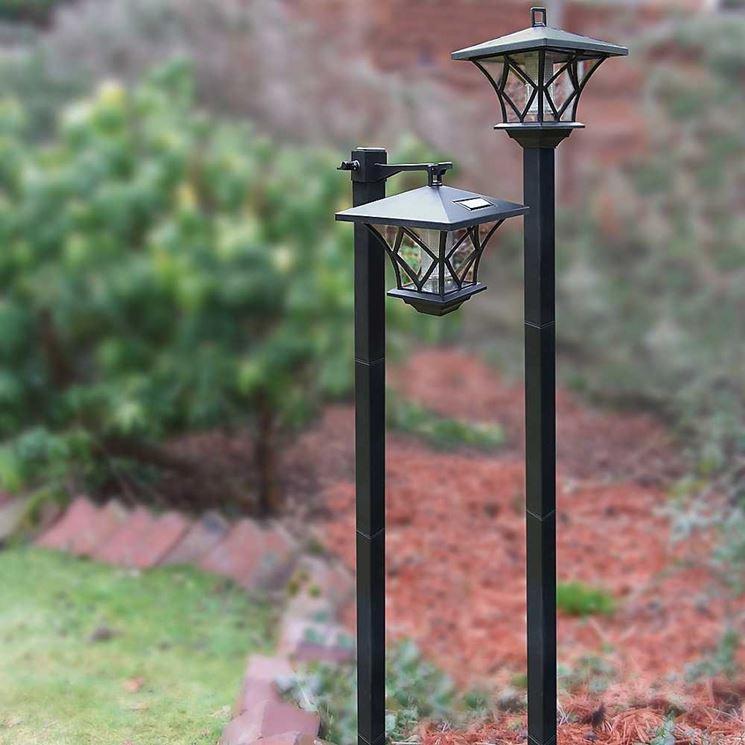 Lampioni da giardino lampade da esterno scegliere l - Lampioni in ferro battuto da esterno ...