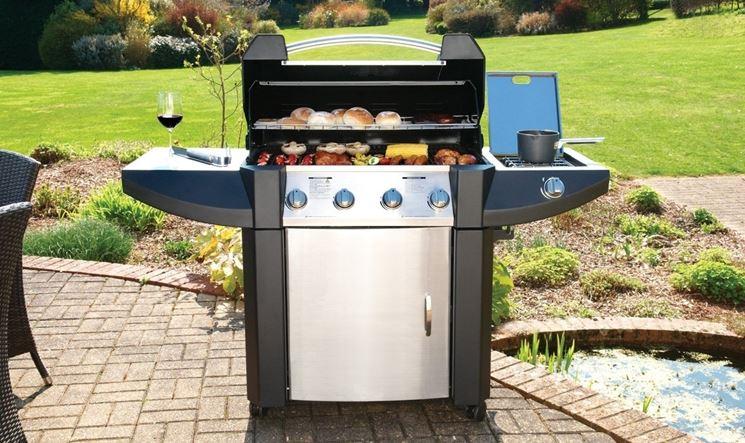 Barbecue a gas in giardino