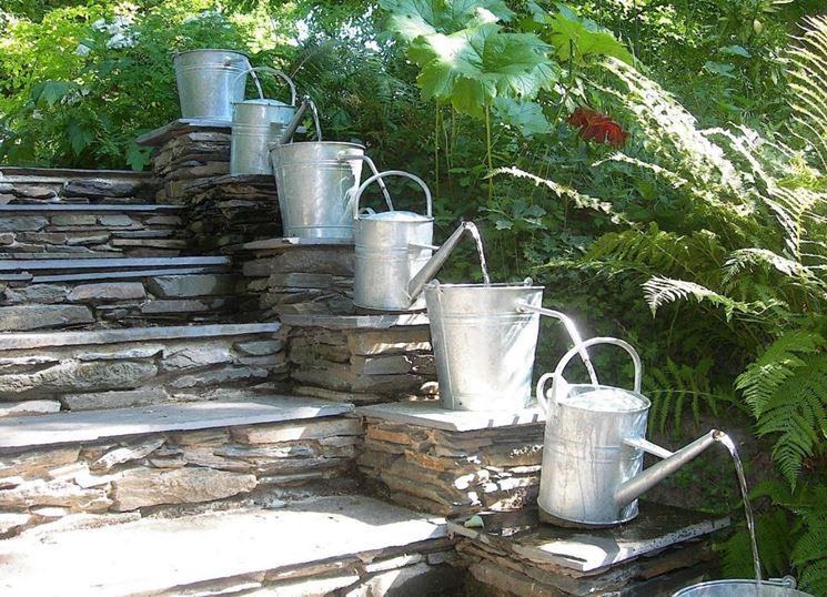 Fontana da giardino fai da te con annaffiatoi