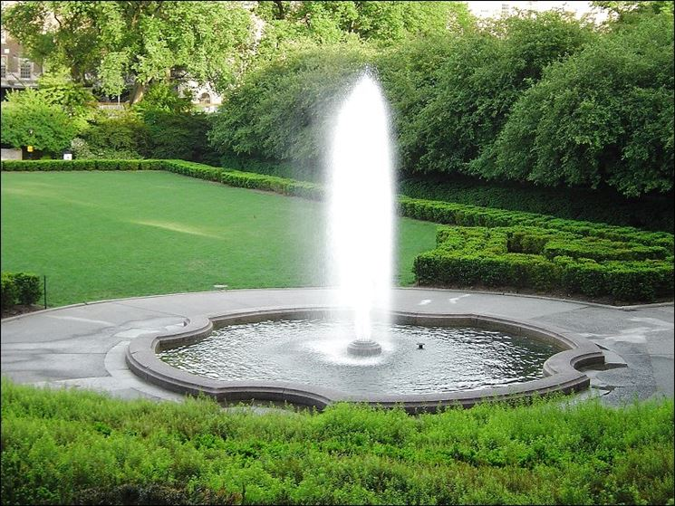 Grande fontana da giardino