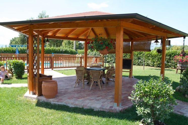 Gazebo in legno mobili da giardino gabezi in legno for Gazebo in legno usato