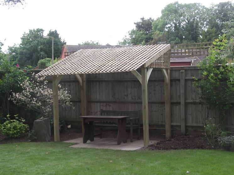 Semplice tettoia legno