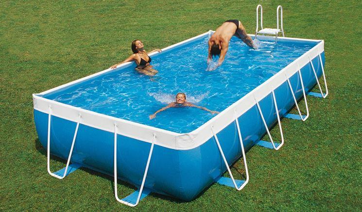 Piscine da giardino piscine fuori terra tipi di piscine per giardino - Giardino con piscina fuori terra ...