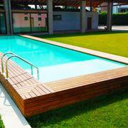 Un modello di piscina seminterrata
