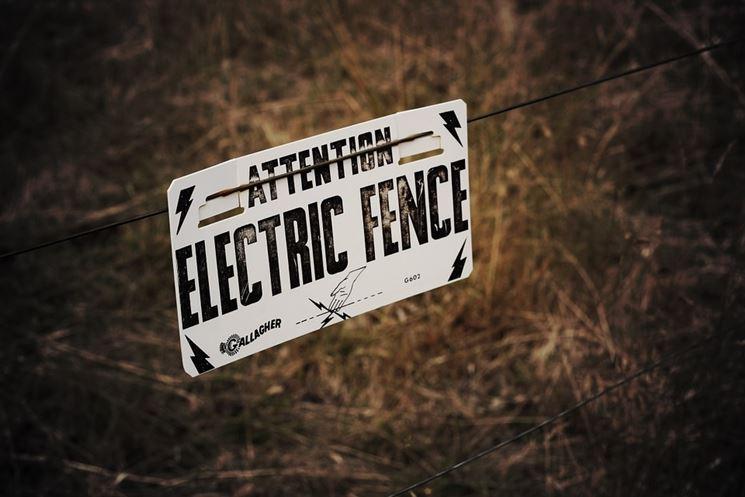 Attenzione recinzione elettrica