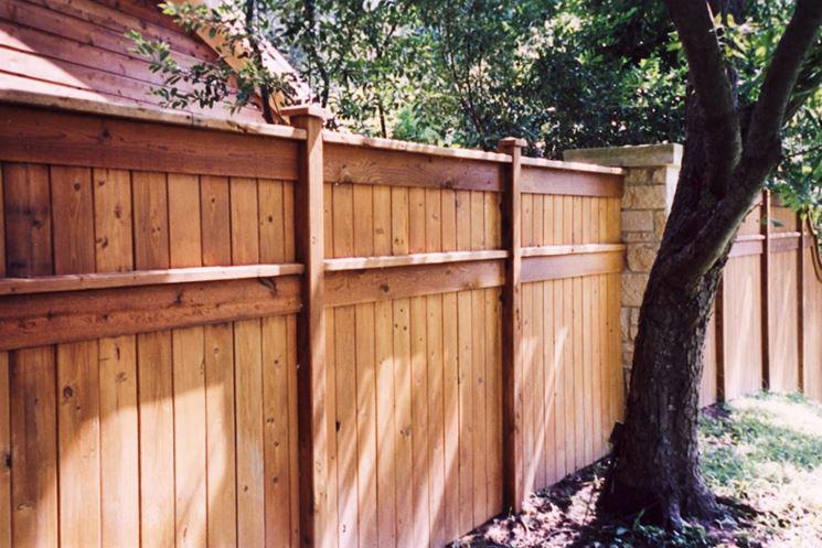 Elegante recinzione in legno