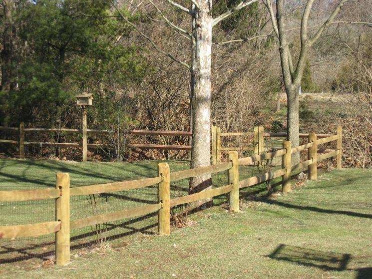 Semplice steccato in legno