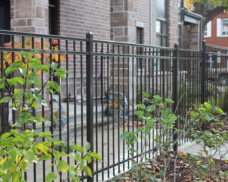 Un esempio di recinzione modulare in ferro