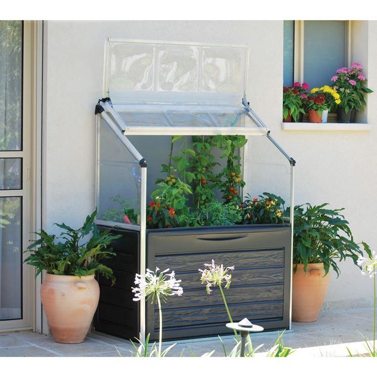 www.casapratica.org/giardinaggio/serre-da-balcone/...