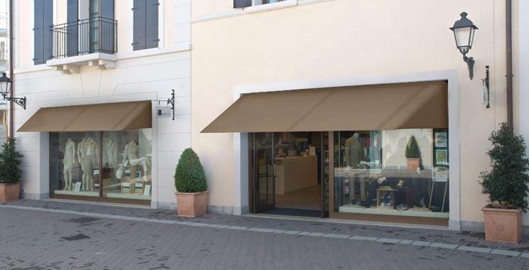 Esempio di tende da sole per negozi