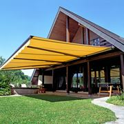 Le tende da sole avvolgibili rendono unico il tuo giardino