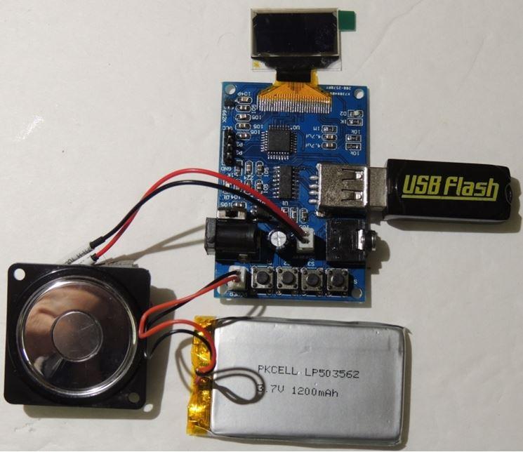 Piccolo computer assemblato con un kit elettronica fai da te