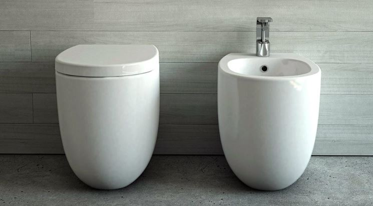 Fissare i sanitari del bagno idraulico fai da te come - Posizione sanitari bagno ...