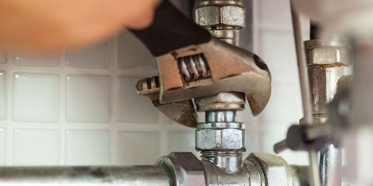 idraulico provetto per sostituire il miscelatore Ideal Standard