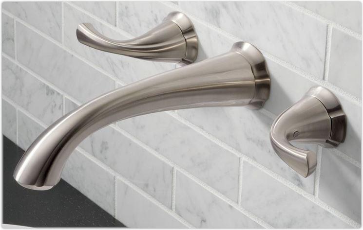 Rubinetto a muro vasca da bagno