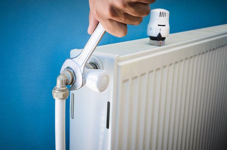 Fare la manutenzione dei termosifoni