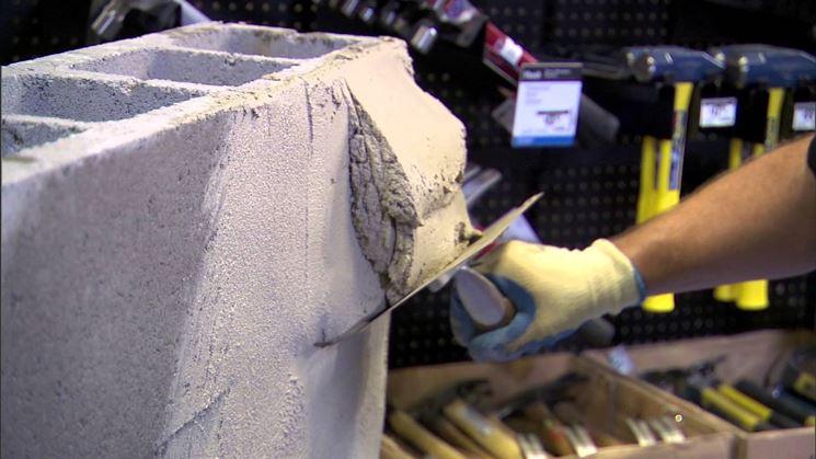 Lavoro eseguito con il cemento a presa rapida
